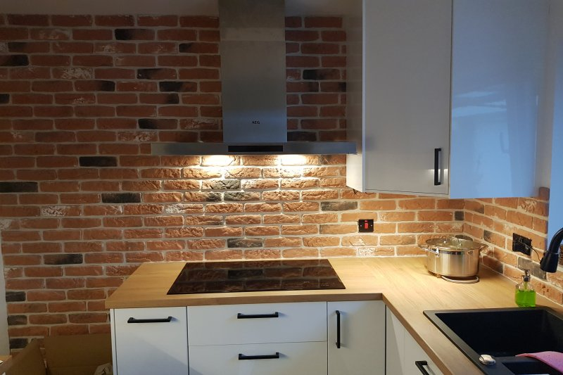 loft brick kitchen splash-back